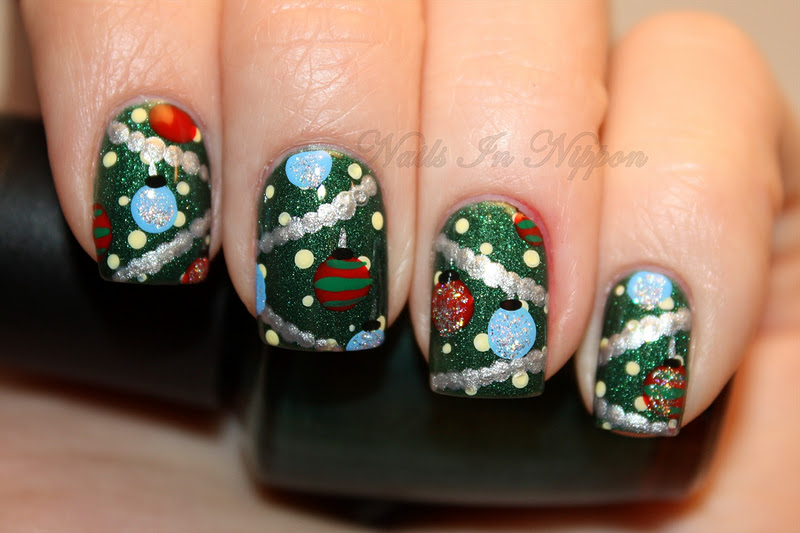 check out what marta marketta and carolina did for christmas tree nails