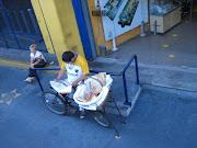 SALIDA LABORAL. EL VENDEDOR DE CHURROS LA BICICLETA TAMBIEN PERMITE UNA . bike salida laboral