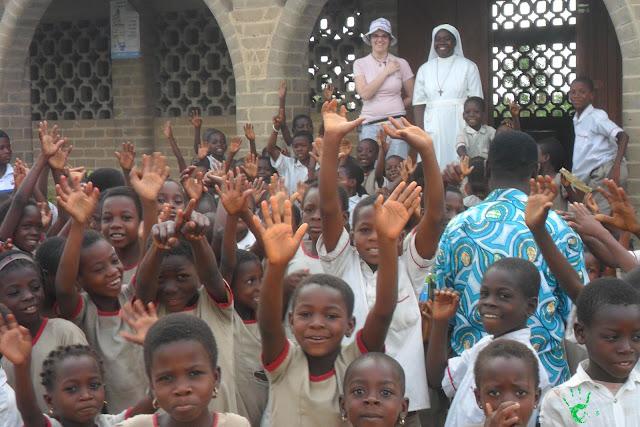I bambini della scuola di Atchanvé, Togo, Africa con Vania Pirrone