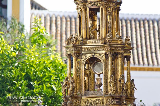 http://franciscogranadopatero35.blogspot.com/2015/06/corpus-christi-marchena-2015-por.html