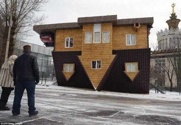 rumah unik rumah terbalik