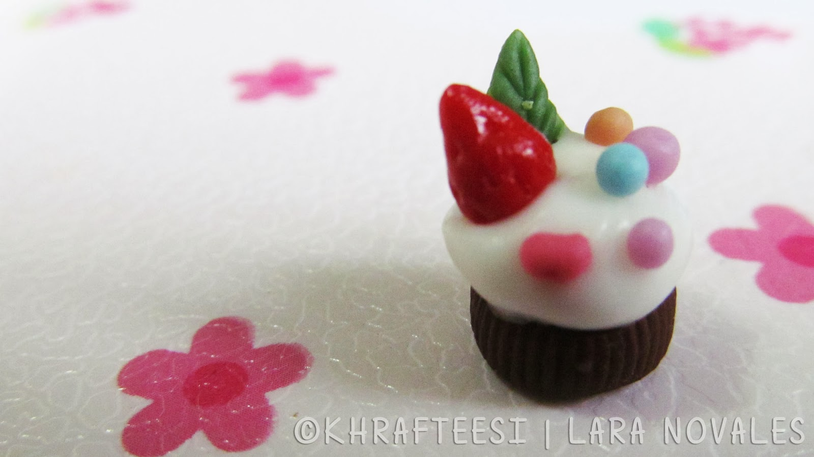 Cold porcelain clay mini cupcake