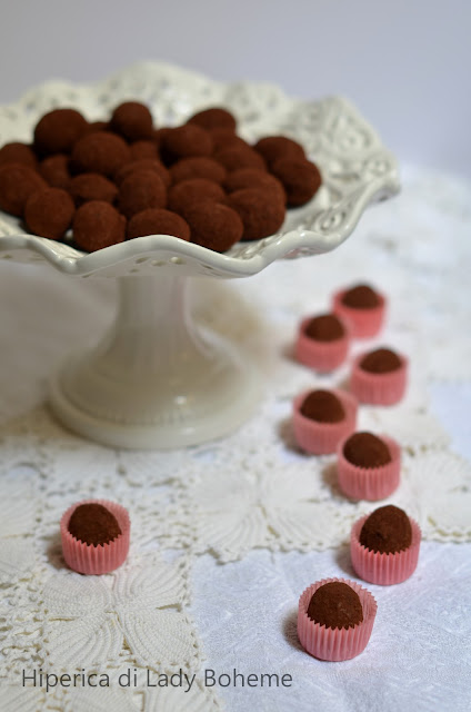 hiperica_lady_boheme_blog_di_cucina_ricette_gustose_facili_veloci_dolci_tartufi_al_cioccolato_e_rum_1