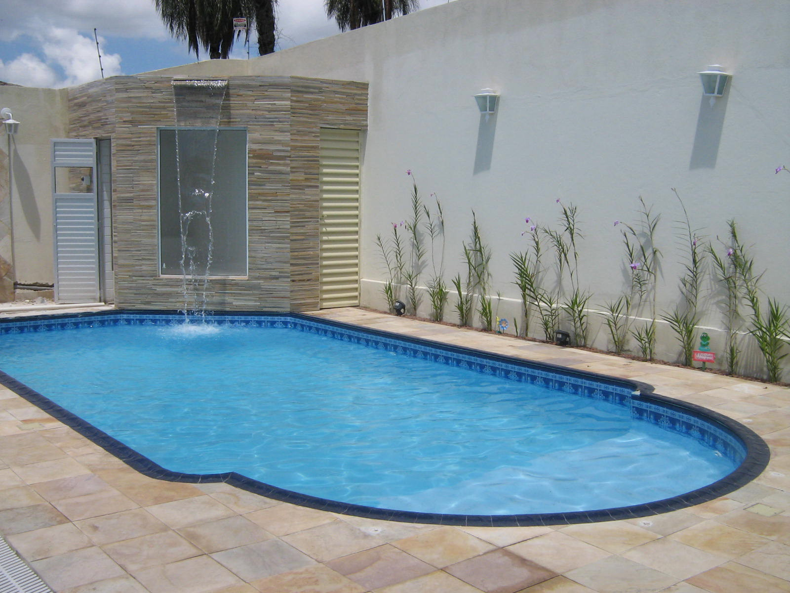 Piscinas planalto piso anti derrapante e anti termico for Pisos ceramicos externos