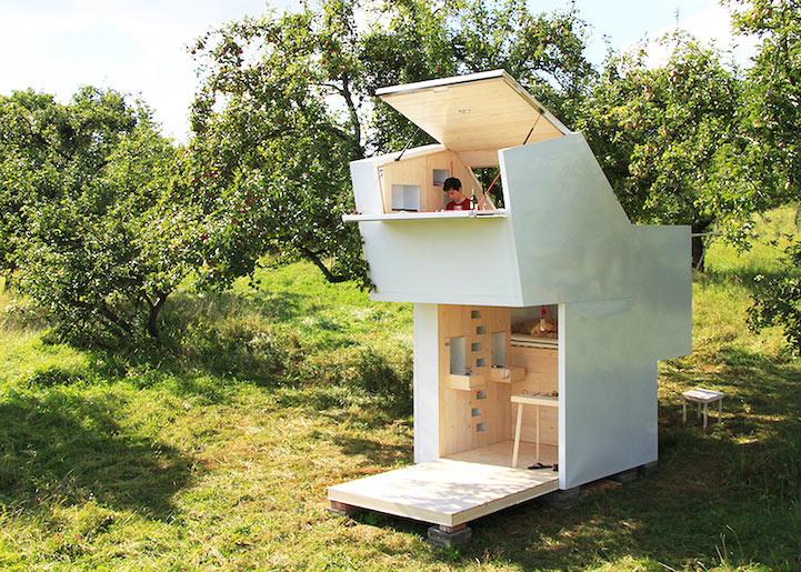 Refugio móvil de madera se puede colocar en cualquier lugar dentro de la naturaleza