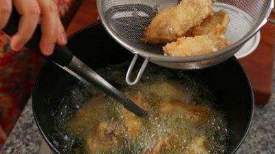 Cách làm Gà chiên đậu phộng, ớt khô cay cay bùi thơm3