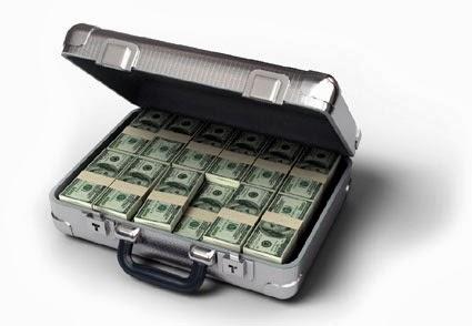 مشرد أمريكي سلّم الشرطة حقيبة بها 42 ألف يحصل على تبرعات بمئة ألف دولار