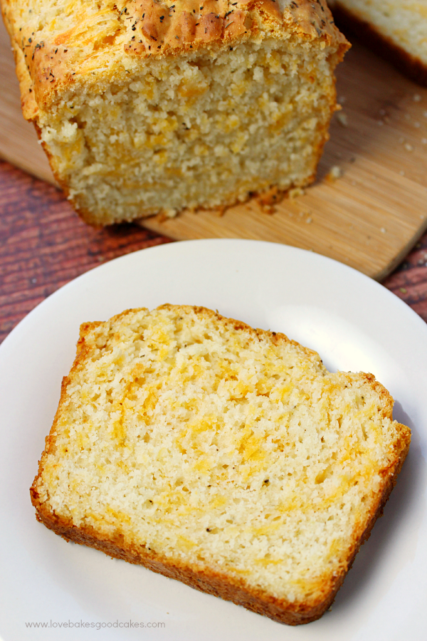 This Garlic Cheddar Quick Bread is the perfect accompaniment to dinner ...