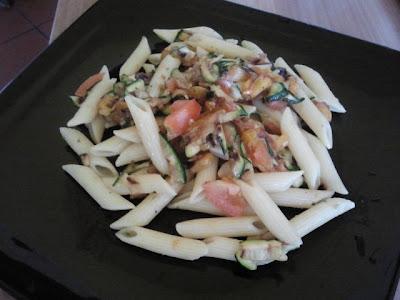 Penne con zucchine grigliate e peperone arrostito