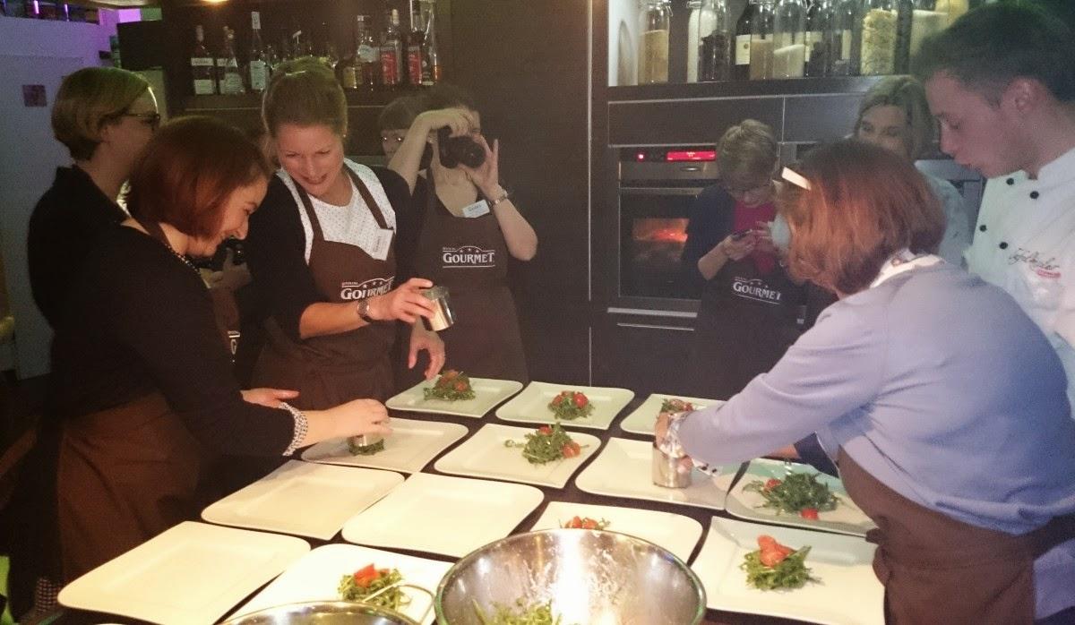 GOURMET-Kochevent Köln: Anrichten der Vorspeise