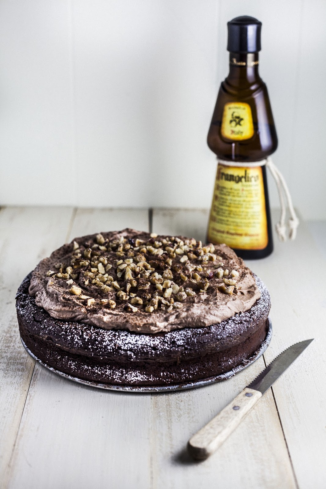 to bring you guys this awesome flourless chocolate hazelnut cake