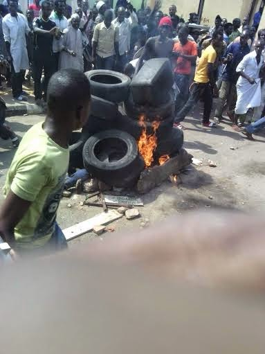 Photos: Suspected suicide bomber burnt alive by mob in Gombe
