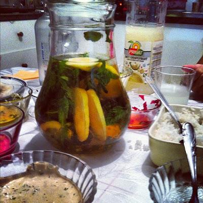טחינה עם שמיר, אורז, תה קר, אשכוליות, וודקה.