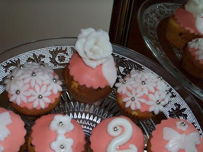 composizione di muffin decorati