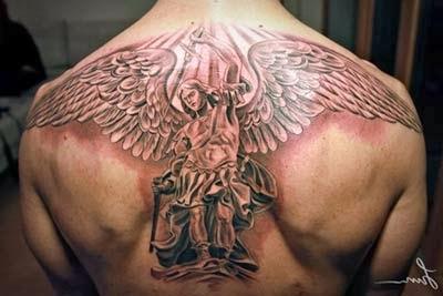 tatuagens de anjos da guarda nas costas guerreiros com armaduras