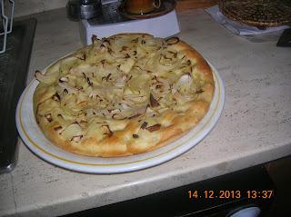 focacce con lievito madre ---alla cipolla e farcite con prosciutto --pizze