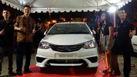 Interior Mobil New Toyota Etios Valco TOM'S 2015