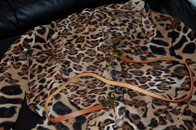 http://www.rosegal.com/belts/retro-style-double-little-dogs-156790.html?lkid=12132