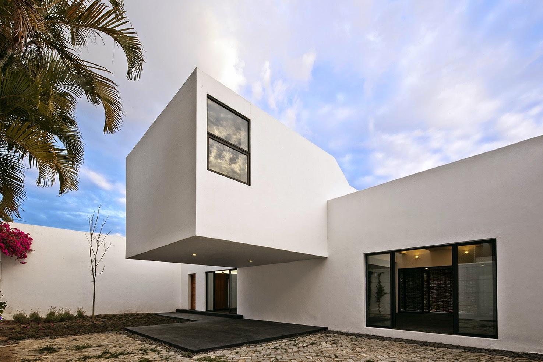 Rumah dengan Perpaduan Lokalitas dan Modernitas 5