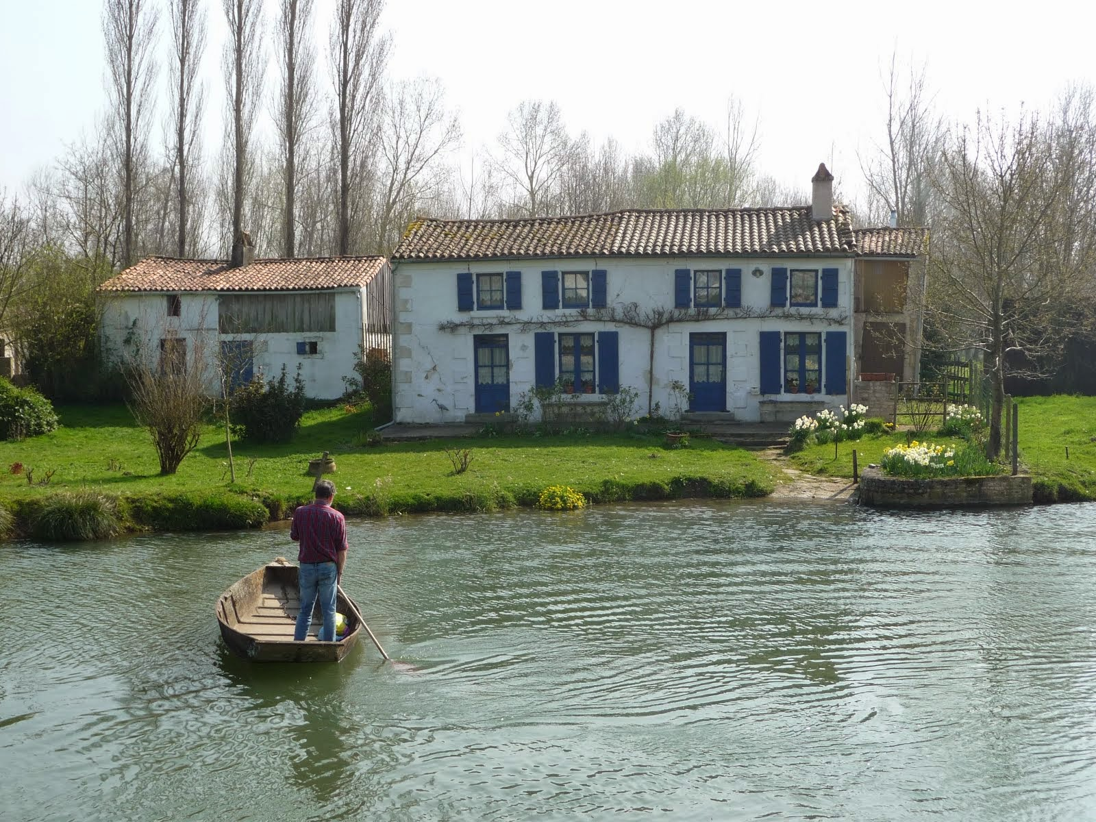 Coming home with the groceries, the Marais Poitevin