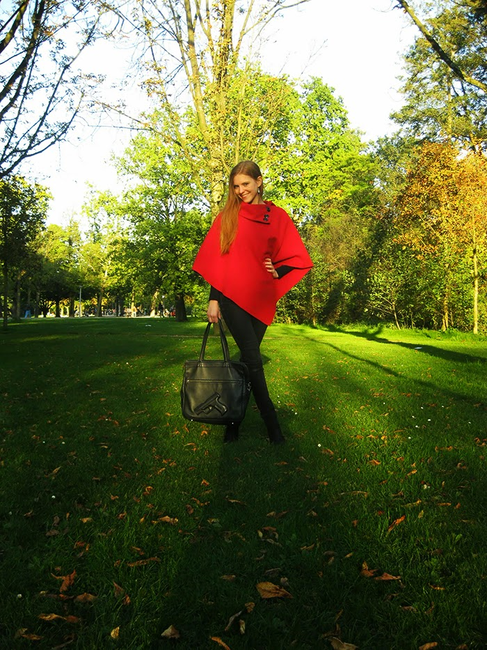 Fall autumn herfst go to outfit look poncho fashion blogger amsterdam