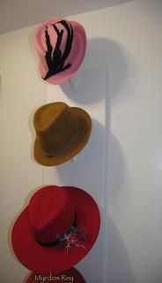 exposicion-asun-duran-sombreros