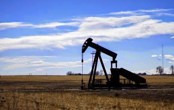 An oil well is seen near Denver, Colorado February 2, 2015. (Credit: Reuters/Rick Wilking) Click to Enlarge.