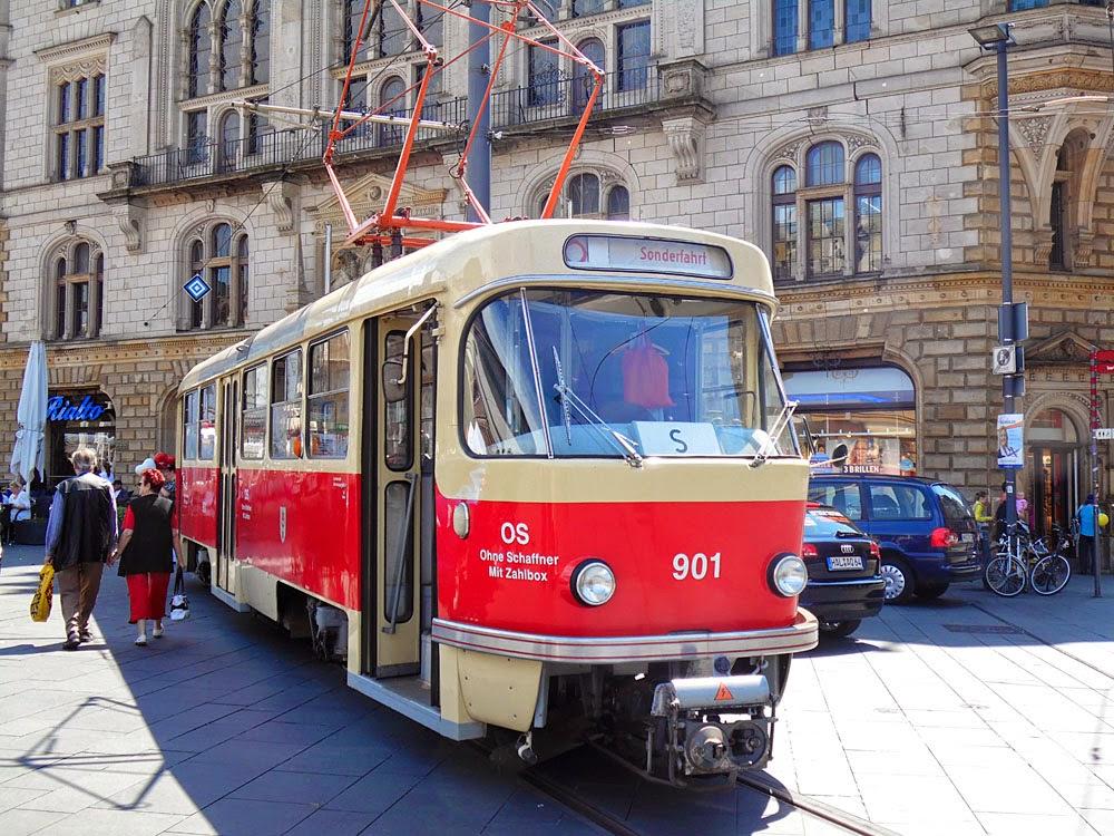 Resplendent Old Tram, Halle Marktplatz