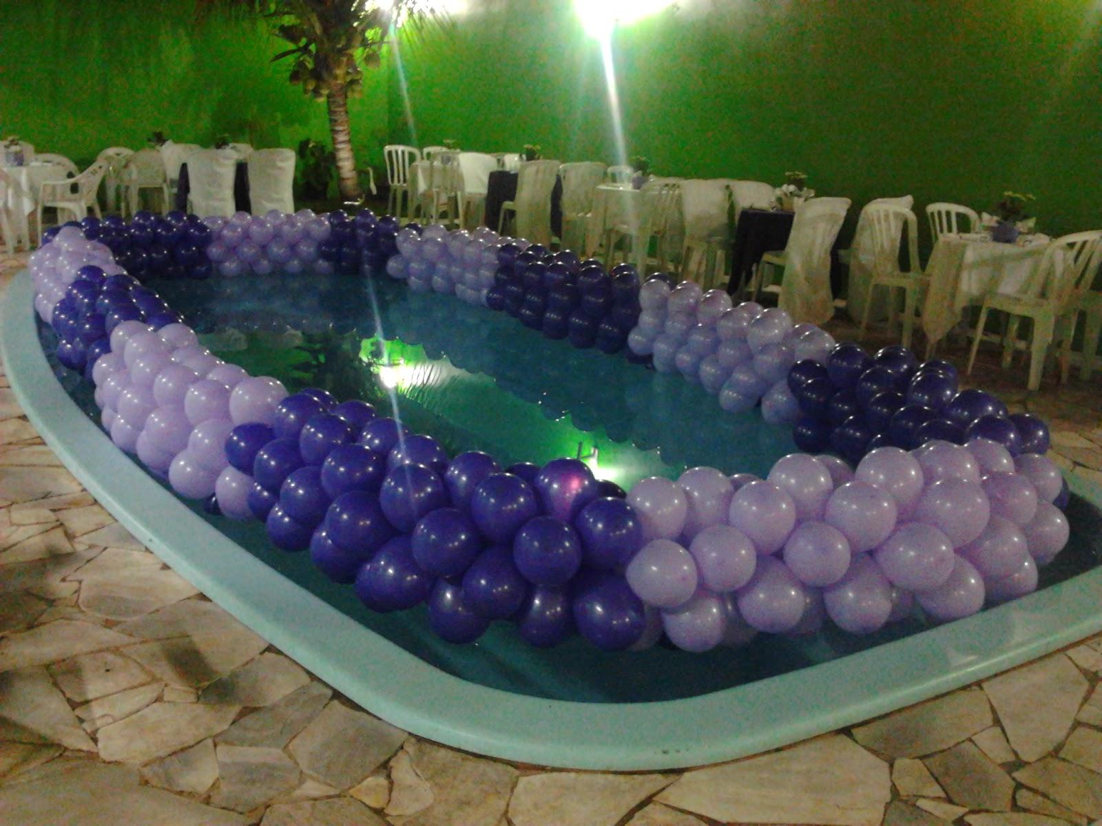 Bala de goma festas decora o com bal es na piscina for Piscina goma