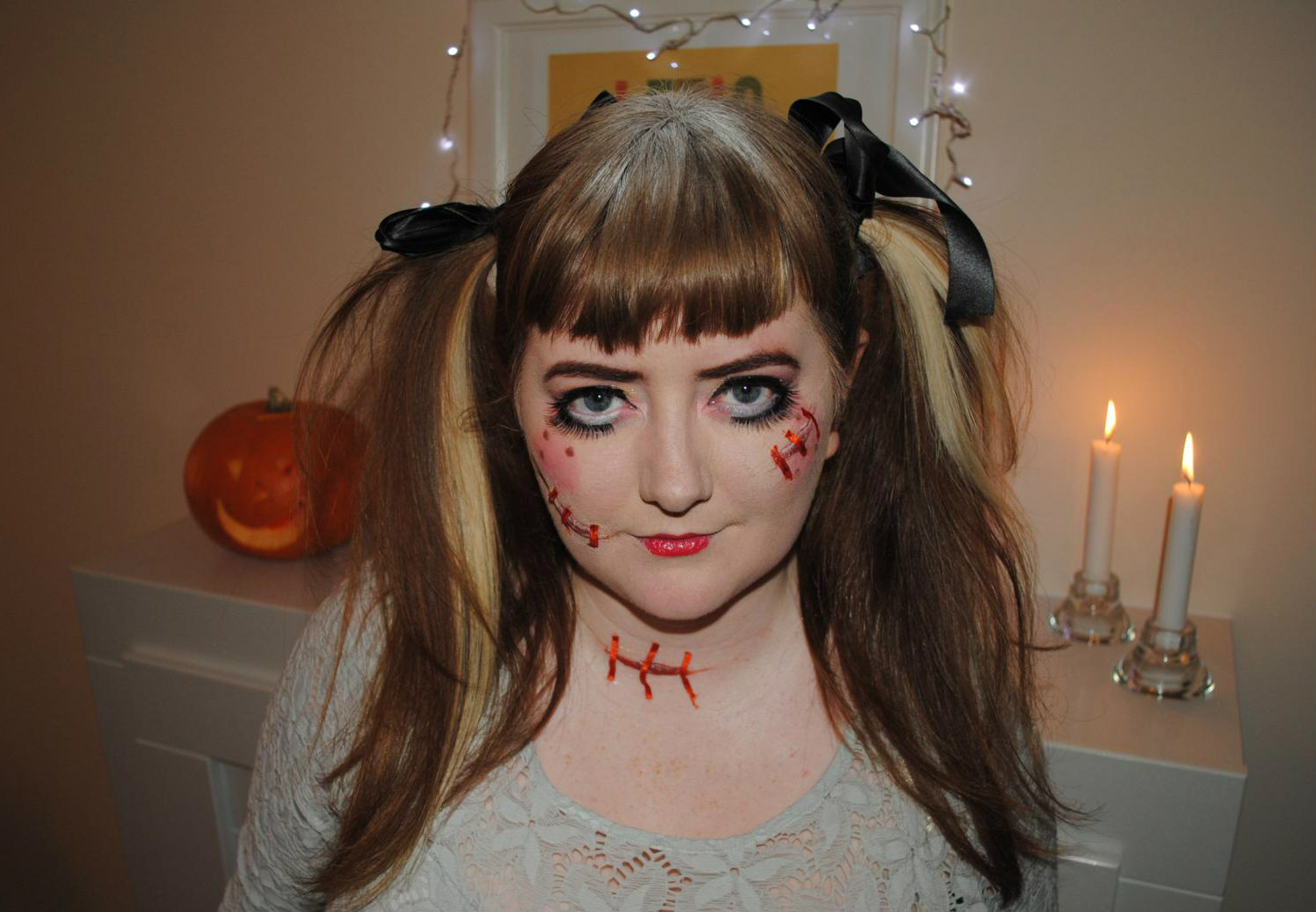 ever so juliet uk lifestyle beauty baking blog scary doll makeup halloween party photos