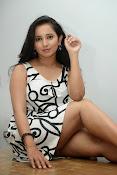 Ishika singh sizzling pics-thumbnail-7