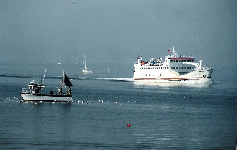 Le bateau de Groix au large de Port-Louis (Morbihan)