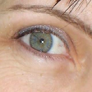 how to make hazel eyes appear greener