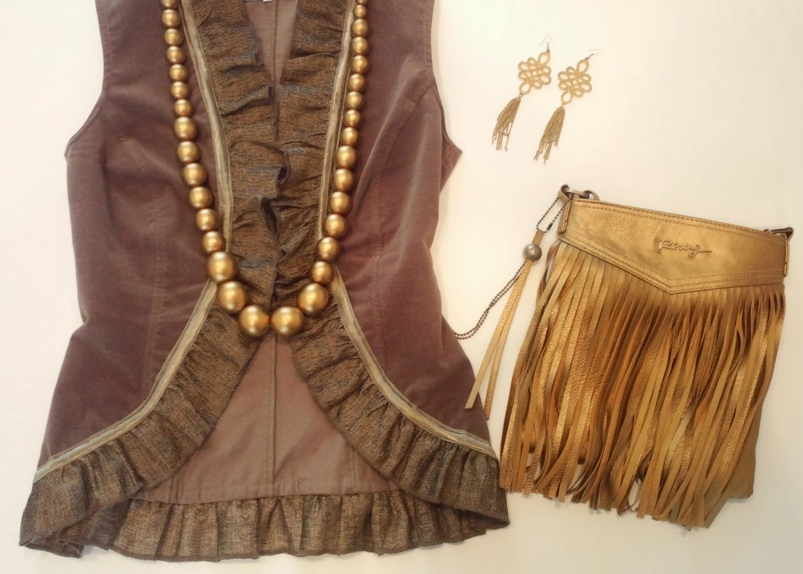 blog.oanasinga.com-outfit-ideas-personal-style-photos-faux-fur-jacket-over-shoulders-gold-accessories-fringes-2