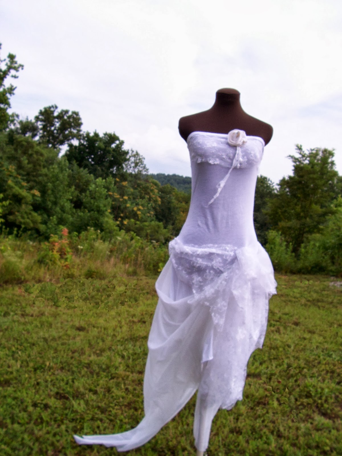 i love idea of wedding dress in simple woodland wedding dress I loved the romance and delicacy of this dress and spent a lot of time trying to find a way to photograph the white without it flaring