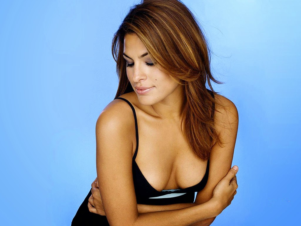 Eva mendes show nice boobs figure wallpaper