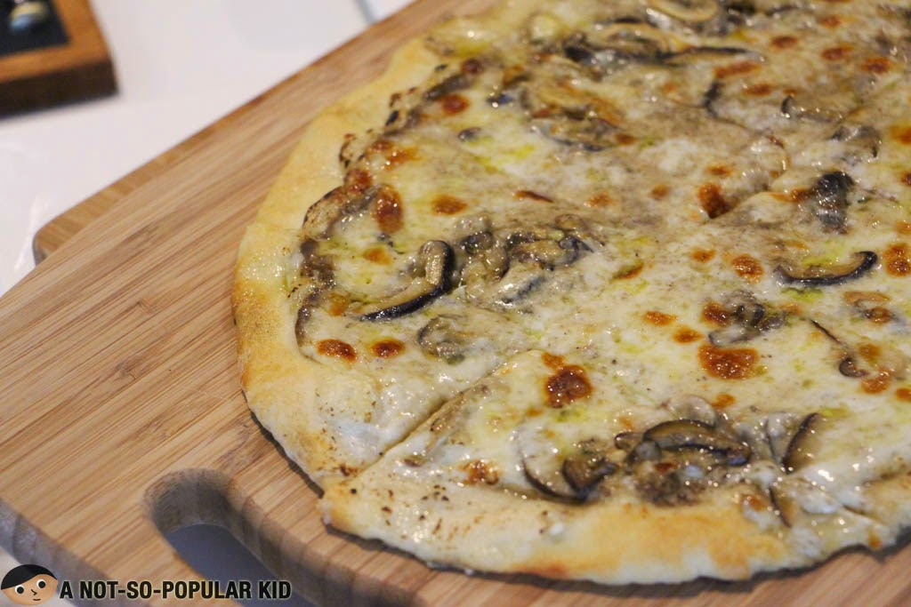Rich and potent truffle zest in this Pizza Tartufo of Il Ponticello