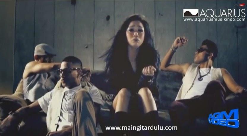 HOT - Bunga Citra Lestari feat Intan Ayu