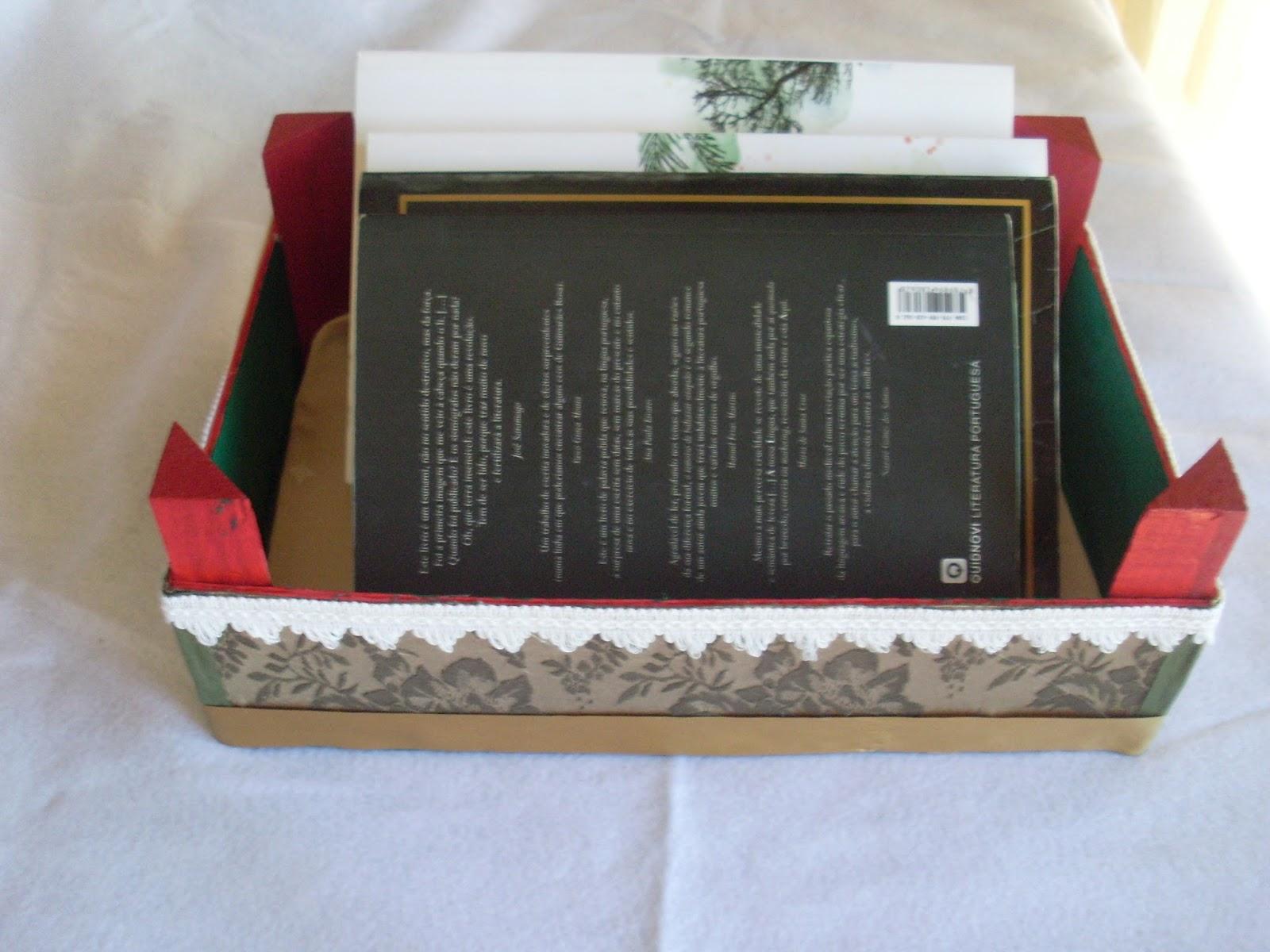 Caixas de madeira de morangos reciclada pintada e forrada com tecido #9D2E34 1600x1200