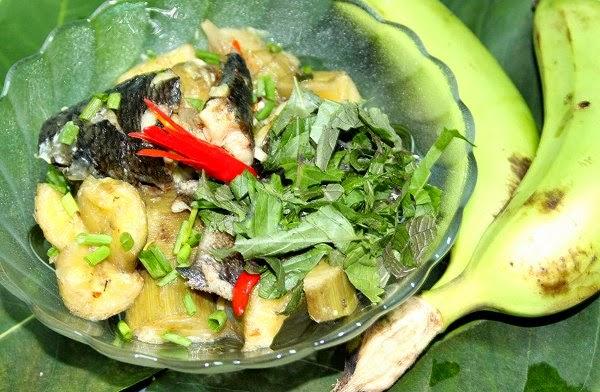 Cách làm cá lóc đồng om chuối xanh ngon
