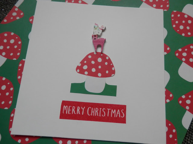 Kitsch retro deer Christmas crafts, a brooch, hair clips and cards DIY tutorials.  secondhandsusie.blogspot.co.uk
