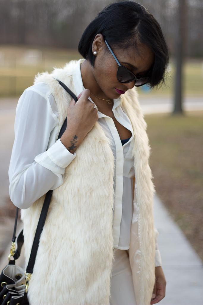 faux+fur+vest_crossbody+bag