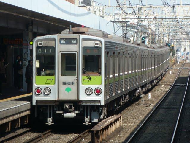 京王電鉄 急行 新宿行き5 都営10-000形210F