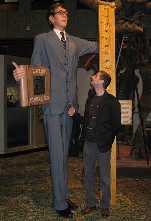 Eu şi Wadlow (2,72m) la Ripley's în Piccadilly Circus