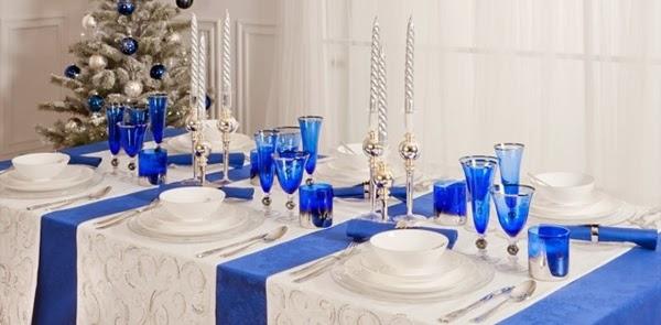 decoração de natal azul, branco e prata
