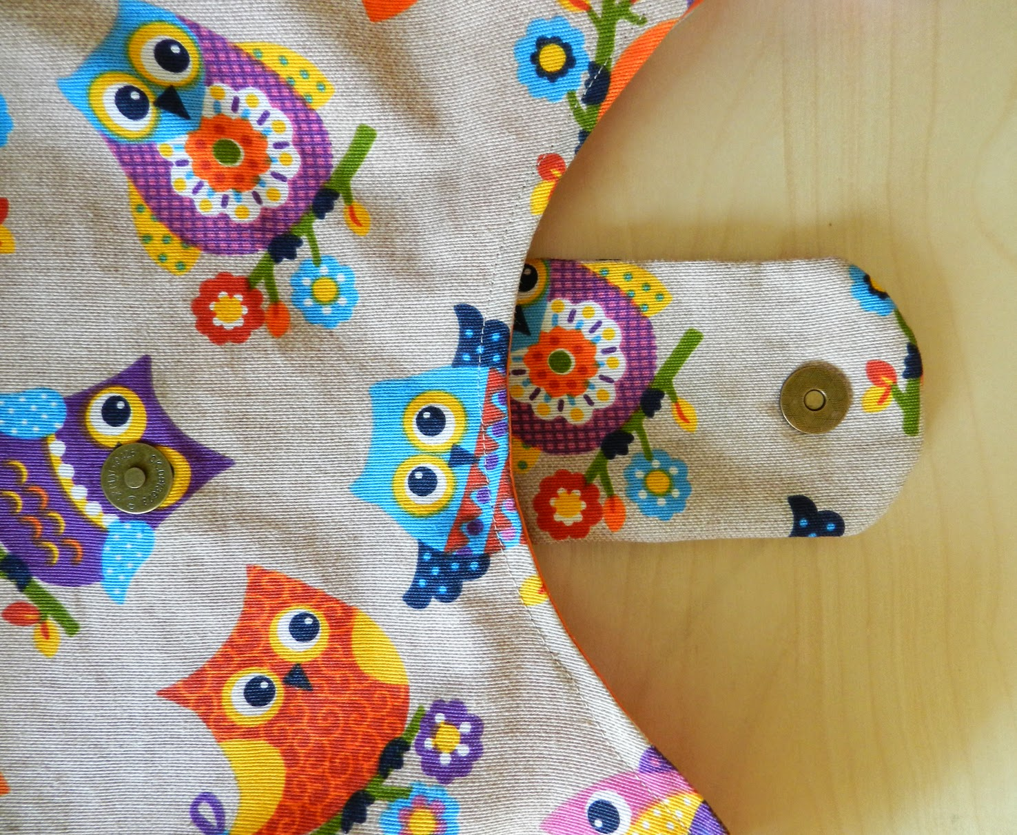 Bolso Fean, cose conmigo Rojo Ababol, patchwork, bolso patchwork, tela de búhos, búhos, día de la madre, cumpleaños, rregalo, ideas para reggalar, Navidad, amigo invisible, día de los enamorados, Creativa, craft, hecho a mano, handmade,
