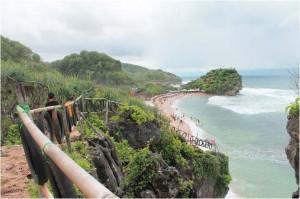 Pantai Indrayanti dari tebing karang