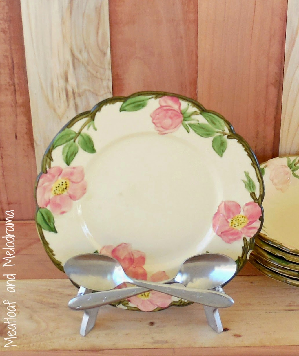 vintage desert rose plate in diy crossed spoon plate stand