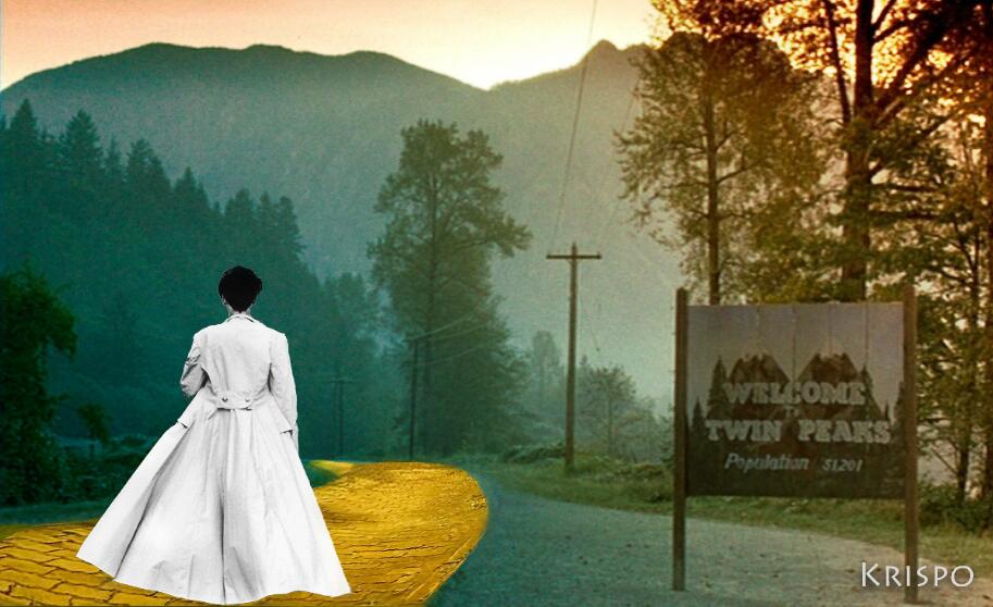 mujer caminando hacia twin peaks por camino de baldosas amarillas