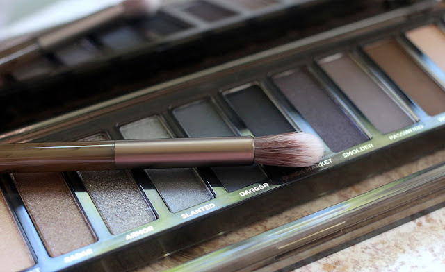 Urban Decay Naked Smoky brush review